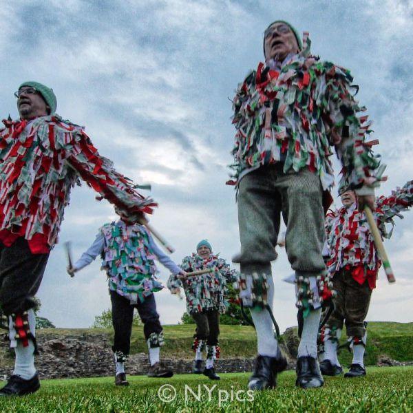 Isca Morrismen - Morris Dancers