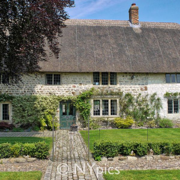 Thatched House In Bray Street, Avebury Trusloe