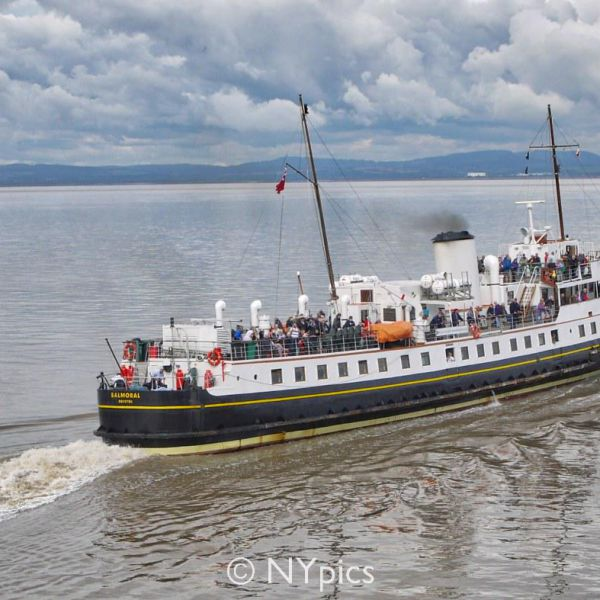 Paddle Steamer Balmoral Departs From Clevedon
