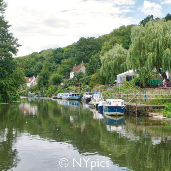 The Old Lock And Weir Inn On The River Avon